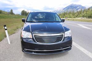 2014 Chrysler Town & Country Minivan, Van