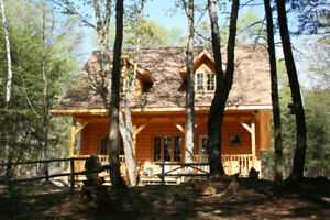 Beautiful Log Cottage on Quiet Lake *MAY LONG WEEKEND SPECIAL*