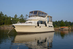 Carver 405 1997 / Fresh Water Only / Bow thruster