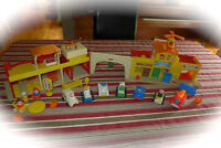 Family Village vintage Fisher-Price # 997 lot 40 mcx, 40$ Laval / North Shore Greater Montréal Preview