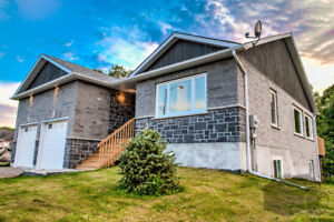 www.CentralOntarioWaterfronts.com  –  REDUCED $694,000