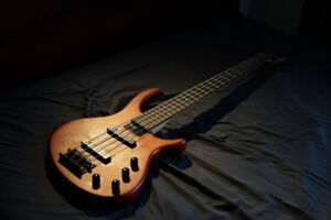 Toby Tobias Deluxe-IV Electronic Bass Guitar