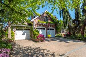 Tranquil Property with Stunning English Gardens, Ponds and more!