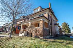 2 Storey Rental in Detached Home! 5 Beds | Perfect for a Family