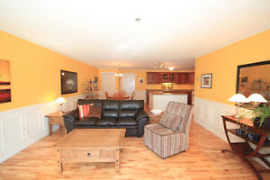 Sunny 2 bedrm ground floor condo, direct access from parking lot