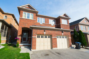 Beautiful well maintained semi detached home in Brampton