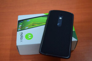 Moto X Play With 16 GB Memory, 21 MP Camera And Charger. Telus