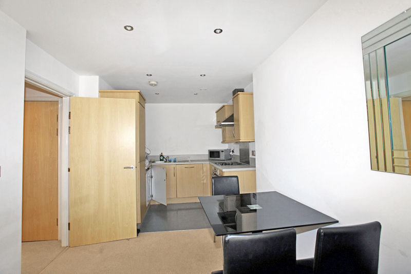 Spacious 2 Bedroom Flat in Seven Kings
