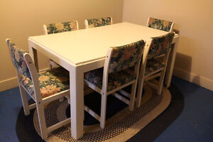 White Dining Table & 6 Upholstered Chairs
