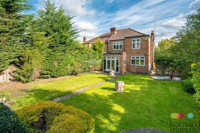 FANTASTIC 4 BEDROOM HOUSE WITH GARDEN, DRIVE AND GARAGE!
