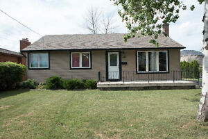 Beautiful fully renovated detached house for rent - Stoney Creek