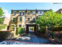 East Dulwich SE22 - Beautiful 1 Bed Flat Overlooking Dulwich Goose Green, Perfect For Couple/Single!
