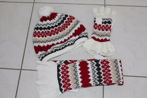GIRLS SHOES SIZE 4, HAT, MITTENS, GLOVES, SCARF SIZE 5-7 * NEW *