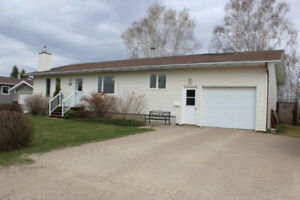Updated 3 Bdrm Bungalow for Sale in Roblin, MB!