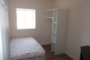 STUDENT ROOMS FOR RENT, NEAR UPTOWN WATERLOO & WATERLOO PARK