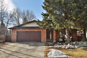 BEAUTIFULLY upgraded, 4 bed 3 bath, 4 level split in PINEVIEW!!