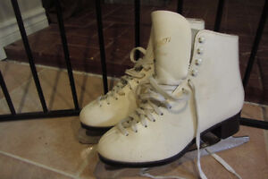 Beautiful Women's Skates, size 8.5/9   Good Condition!