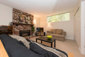 Beautiful 1 Bedroom Garden Suite Close to Grouse Mtn