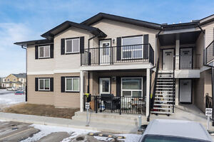 **NEW PRICE** Modern Condo in EXCELLENT condition - Strathmore