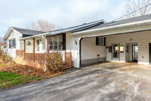 $299,000-1200 SQFT BUNGALOW IN WOODVILLE