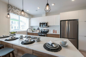 4 BLOCKS FROM SOUTH HEALTH CAMPUS - 3 BEDROOM DESIGNER TOWNHOME