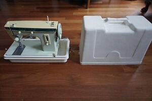 Singer Sewing Machine / Machine à coudre Singer