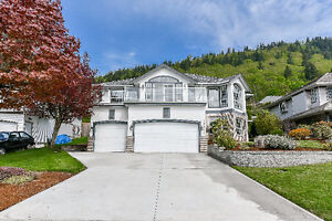 ~*~ EXECUTIVE HOME in East Abbotsford ~*~