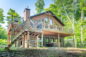 Spectacular cottage with private lake & Hot-tub! Near Tremblant!