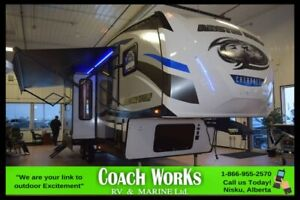 2019 Forest River Cherokee Arctic Wolf 305ML6