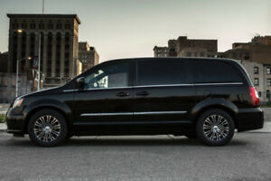 2014 Chrysler Town & Country Mini Van - LOADED WITH FEATURES