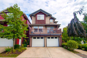 3BR Beautiful Waterfront Townhome