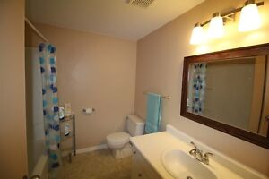 CORNER Unit Renovated Townhome >>> Gas Heating <<<