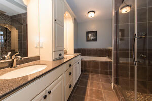 A spectacular 5 bedroom custom built home in Summerstown Estates Cornwall Ontario image 6