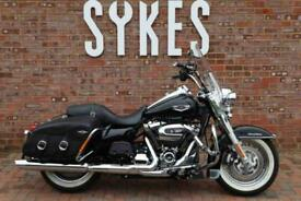 2018 Harley-Davidson FLHRC Touring Road King Classic in Black