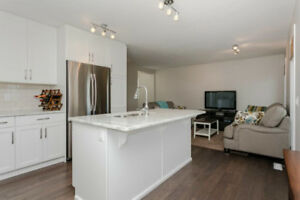 Duplex in Maple Crest backing onto Green Space