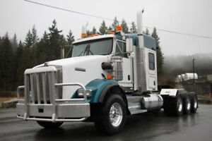 2013 Kenworth T800 Tri-Drive Tractor c/w 20,000lb front axle
