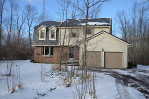 4 Bedroom House for Sale in Fort Erie (3 acre lot)