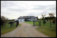 Beautiful Acreage Minutes From Spruce Grove