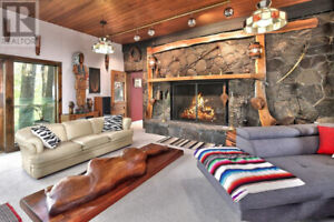 COLLINGWOOD AND BLUE MOUNTAIN CHALET FOR RENT
