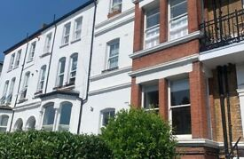 We are proud to offer this delightful 1 bedroom, 1 bathroom flat in a great location