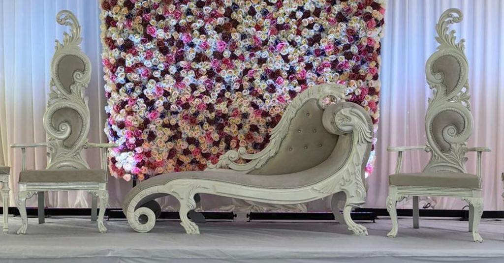 Groovy Wedding Sofa Set For Sale In Sheffield South Yorkshire Gumtree Inzonedesignstudio Interior Chair Design Inzonedesignstudiocom