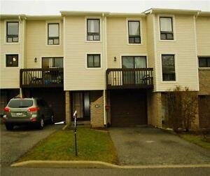 Gorgeous Condo Townhouse For Sale In Meadowvale