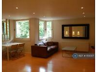 3 bedroom flat in Britten Close, London, NW11 (3 bed)