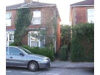 3 BEDROOM SEMI DETACHED HOUSE IN QUIET ROAD. £760 PCM. SUIT PEOPLE WHO LIKE GARDENS AND BOOKS.