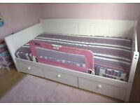 FREE DELIVERY WHITE DAY BED AND MATTRESS WITH 3 DRAWERS HARDLY USED