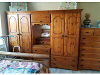 4 door wardrobe with chest of drawers