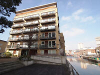 2 double bed flat on Regents Canal with private Balcony - close to Broadway Market and London Fields