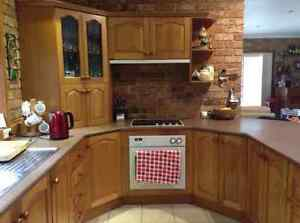 Kitchen Tasmanian Oak C/W Oven, Range hood, Stove top Picton Wollondilly Area Preview