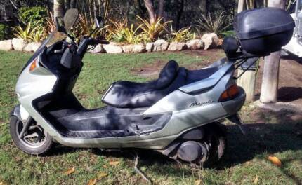 Yamaha Majesty Scooter YP250 for Parts or Repair
