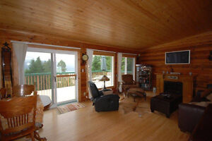 Beautiful Log Home with Okanagan Lake and MountainViews!
